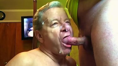 Stewart Bowman sucks out a Huge Cum Facial!