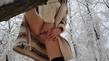 OUTDOOR too cold,but she are hot,winter nice time for multi squirt orgasm