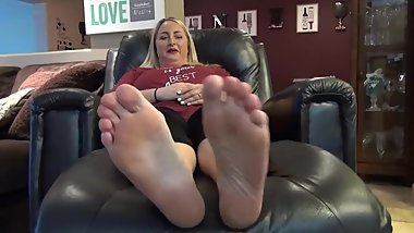 Blonde Milf is Ticklish & Cast her Dirty Soles (Foot Fetish Casting)