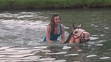 Wetlook riding horses bareback