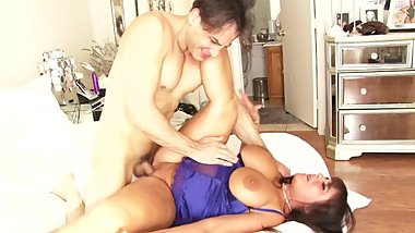 BBW MILF GETS HER PUSSY POUNDED ON CAM