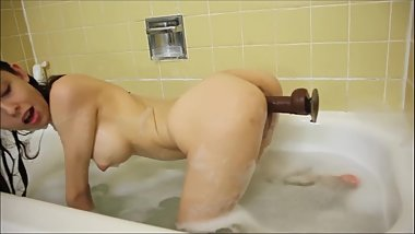 Clean My Perfect Body While Taking a Shower