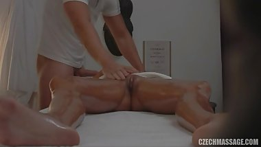 Model fucks the masseuse