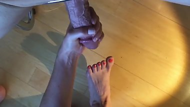 Handjob 002 pt.2 sooo sexy feet and delicious toes