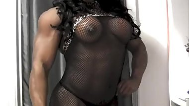 Ebony Goddess Flexing