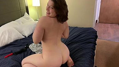 PAWG wife masturbates for the fans