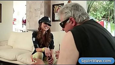 Riley Reid presents her pussy